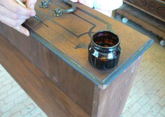 Cassettone metà 700' con ebanizzature area lombarda. Fase di ripristino della decorazione scura.