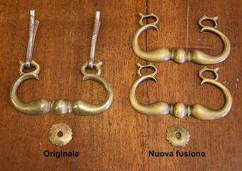 Cassettone intarsiato XVII° sec., area lombarda. Rifinite e sapientemente patinate risultano molto simili alle originali.