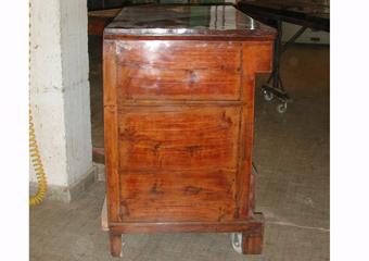 Cassettone IMPERO. Prima del restauro, fianco sinistro.