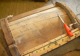 Divano Luigi Filippo metà 800' area lombarda. Rimossi i rinforzi e ripulite le fenditure per le riparazioni.