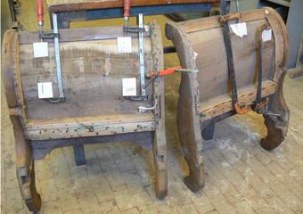 Divano Luigi Filippo metà 800' area lombarda. Incollati i due fianchi mediante morsetti ed appositi pezzi di legno sagomati.