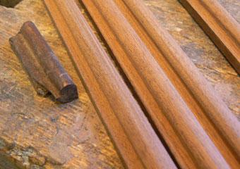Dormeuse Impero. Durante il restauro, cornici mancanti rifatte come la piccola parte originale.