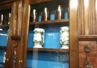 Storica Farmacia in Zogno Bg. Dopo il restauro particolare con vecchi vasi da farmacia.