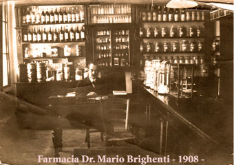 Storica Farmacia in Zogno Bg, storica immagine del dr. Mario Brighenti, sullo sfondo gli arredi ora interessati al restauro.