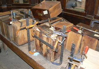 Storica Farmacia in Zogno Bg. Durante il restauro, alcune delle numerose riparazioni ai cassetti.