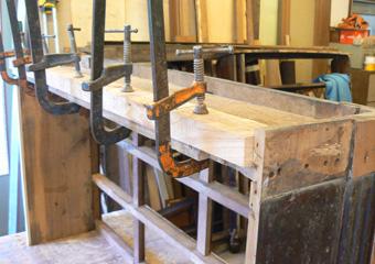 Storica Farmacia in Zogno Bg. Durante il restauro, aggiunta d rinforzi nella parte inferiore delle basi.