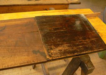 Storica Farmacia in Zogno Bg. Durante il restauro, vecchia integrazione del piano in noce con legno in abete.