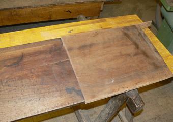 Storica Farmacia in Zogno Bg. Durante il restauro, vecchia integrazione del piano in noce sostituita con legno in patina della giusta essenza.