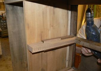 Storica Farmacia in Zogno Bg. Durante il restauro, rifacimento delle guide intere al mobile di scorrimento dei cassetti.