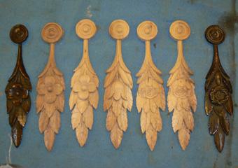 Storica Farmacia in Zogno Bg. Durante il restauro, fregi mancanti sono stati riproposti scolpiti a mano come gli originali.