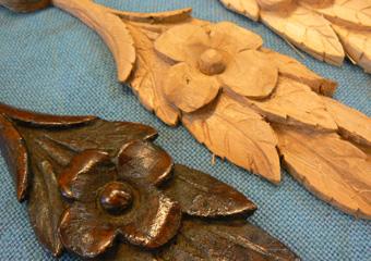 Storica Farmacia in Zogno Bg. Durante il restauro, particolare dei fregi mancanti sono stati riproposti scolpiti a mano come gli originali.