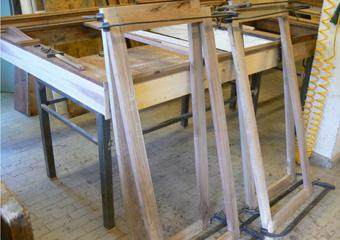 Storica Farmacia in Zogno Bg. Durante il restauro, riproposte le ante a vetri superiori nella giusta essenza e modello.