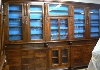 Storica Farmacia in Zogno Bg. Posizionamento concluso degli arredi dopo il complesso restauro.