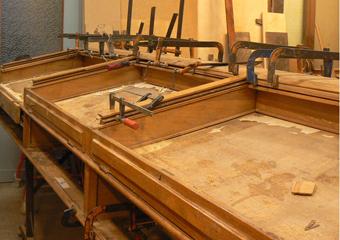 Museo Gaetano Donizetti, arredi espositivi. Durante il restauro, sistemazione delle teche superiori.