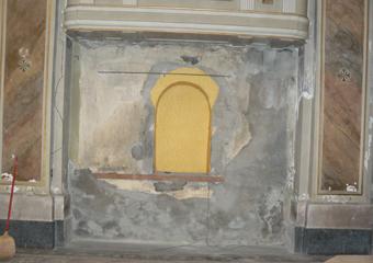 Borgo di Terzo BG. Fase di smontaggio, sede del banco sinistro con al centro la nicchia ricavata nel muro.