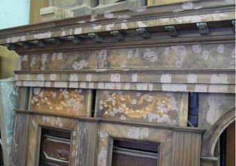 Borgo di Terzo BG. Fase della stuccatura, particolare dei cornicione dello schienale.
