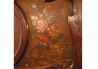 Pianoforte verticale a carica inizio 1900. Particolare del pannello superiore dipinto su tavola..