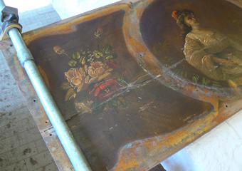 Pianoforte verticale a carica inizio 1900. Riparazione del pannello dipinto.