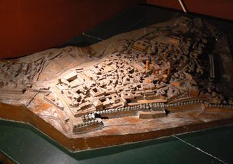 Plastico di Bergamo Alta in legno del 1934. Prima del restauro.