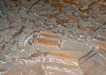 Plastico di Bergamo Alta in legno del 1934. Prima del restauro, la Rocca.