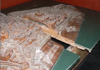 Plastico di Bergamo Alta in legno del 1934. Prima del restauro, degrado iniziale.