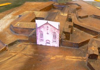 Plastico di Bergamo Alta in legno del 1934. Simulazione di integrazione della facciata della Chiesa di Sant'Agostino.