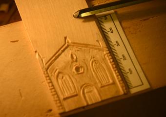 Plastico di Bergamo Alta in legno del 1934. Esecuzione in legno della facciata della Chiesa di Sant'Agostino.