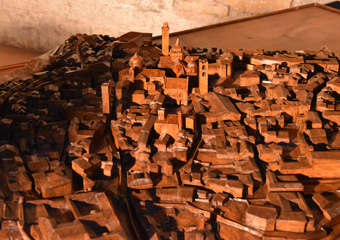 Plastico di Bergamo Alta in legno del 1934. Vista Città Alta.