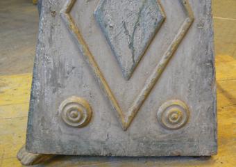 Porta cero neoclassico policromo. Prima del restauro, particolare degrado ella base.