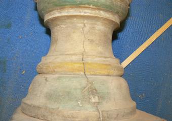 Porta cero neoclassico policromo. Prima del restauro, parte tornita.