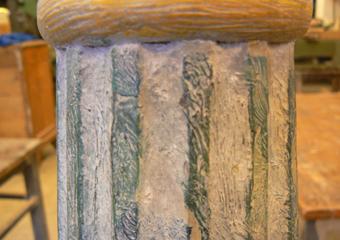 Porta cero neoclassico policromo. Prima del restauro, parte scanalata con effetto finto marmo.