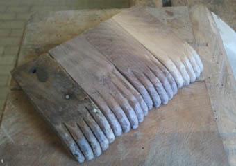 Porta cero neoclassico policromo. Nuovi piedi realizzati, il primo a sinistra quello originale.