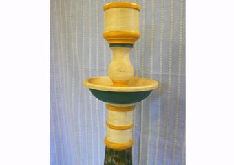 Porta cero neoclassico policromo. Parte superiore costruita, colorata e patinata.