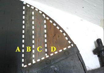 Portone 600' in larice. Prove di pulitura del lato interno del portone.