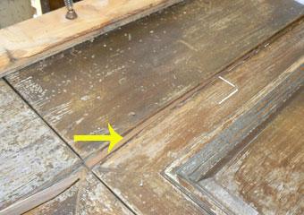 Portone in noce 1600, Integrazioni dei parti mancanti in legno di noce eseguite.
