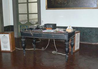 Tavolo in noce ebanizzato seconda parte del 1800. Tavolo proveniente da una dimora nobiliare di Bergamo città.