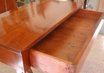 Consolle Impero. Dopo il restauro, particolare dell'interno del cassetto.