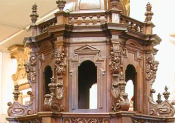Parrocchia S. Faustino in Brembate. Dopo il restauro, particolare del corpo superiore.