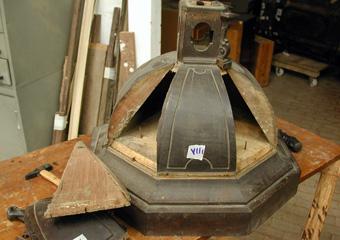Parrocchia S. Faustino in Brembate. Durante il restauro cupola alla sommità, elementi traballanti.