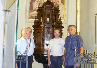 Parrocchia S. Faustino in Brembate. Collocato nella sua sede. Da sin. sig. Carminati, Don Alberto Stucchi, Gianbattista Gritti e Manzoni Michele.