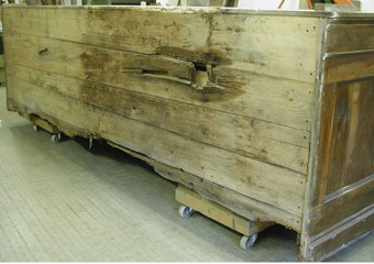 Parrocchia B.V. Annunziata in Ascensione di Costa Serina BG. Prima del restauro, retro del corpo di inferiore.