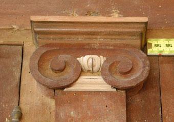 Parrocchia B.V. Annunziata in Ascensione di Costa Serina BG. Durante il restauro, riparazioni ed integrazioni nei capitelli.