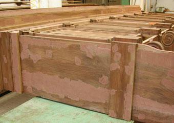 Parrocchia B.V. Annunziata in Ascensione di Costa Serina BG. Durante il restauro, fase di stuccatura del corpo superiore.