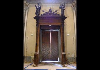 Bussola principale parrocchia Capriate S. Gervasio BG. Prima del restauro.