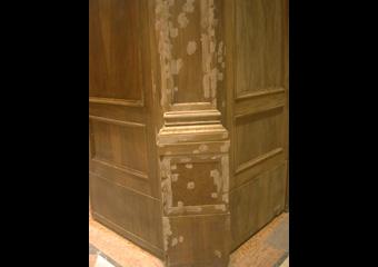 Bussola principale parrocchia Capriate S. Gervasio BG. Durante il restauro, fase di stuccatura.