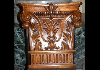 Bussola principale parrocchia Capriate S. Gervasio BG. Dopo il restauro, particolare del capitello.