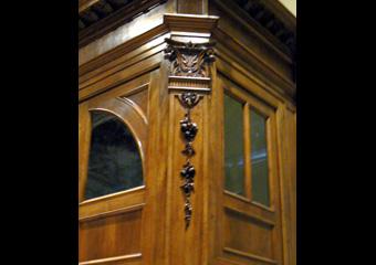 Bussola principale parrocchia Capriate S. Gervasio BG. Dopo il restauro, particolare della lesena in angolo.