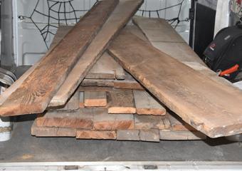 Portone in larice stile 700'. Materiale di recupero in larice antico proveniente da un vecchio maso di zona San Candido