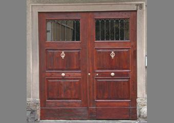 Portone di Palazzo dei primi del '900 a Bergamo, conclusione del restauro.