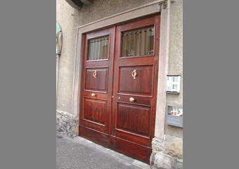 Portone di Palazzo dei primi del '900 a Bergamo, conclusione del restauro facciata esterna.
